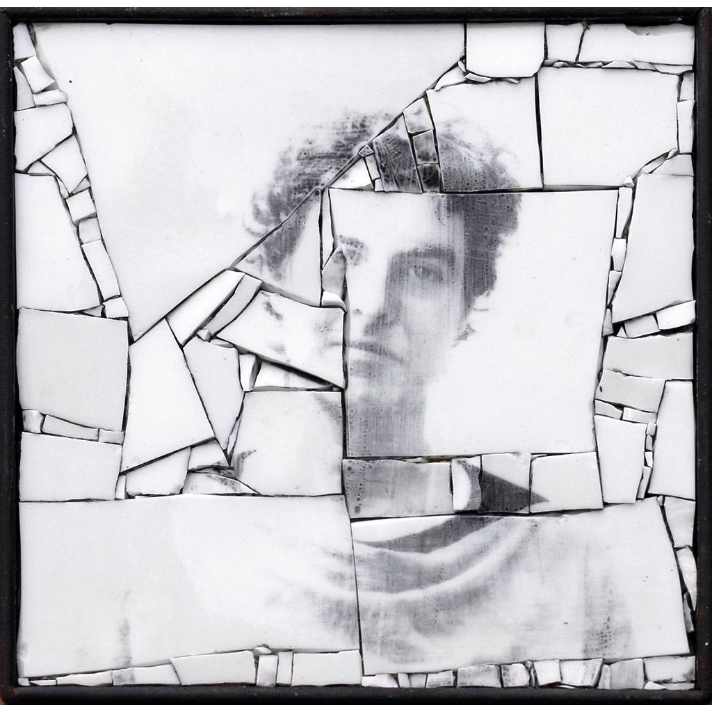 Monstre 10 - 21 x 21 cm - smalte blanc, photographie argentique