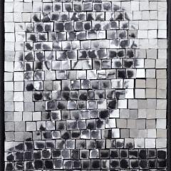 Simulacrum 3, portrait anonyme sur or blanc par Clément Mitéran