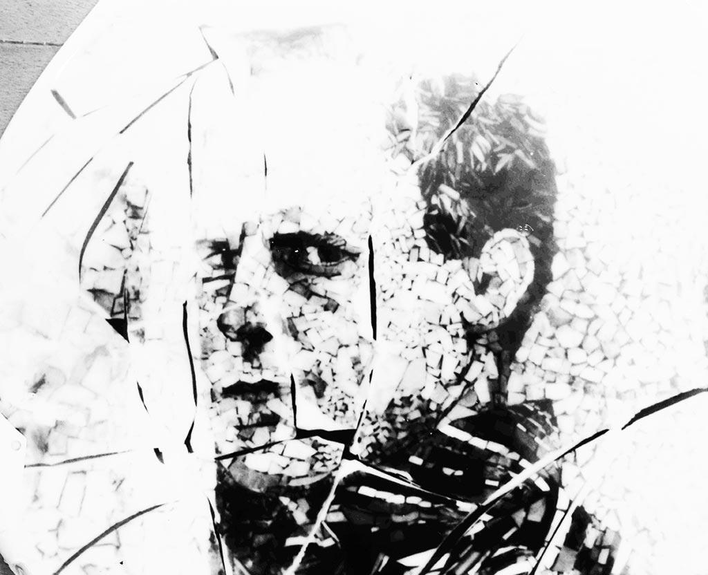 Portrait en mosaïque de Clément Mitéran